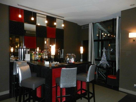 Hotel Eiffel Seine: Lobby bar