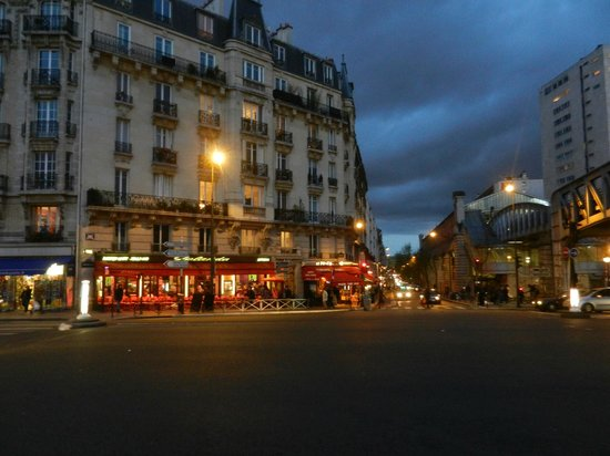 Hotel Eiffel Seine: Reastaurans nex to the hotel