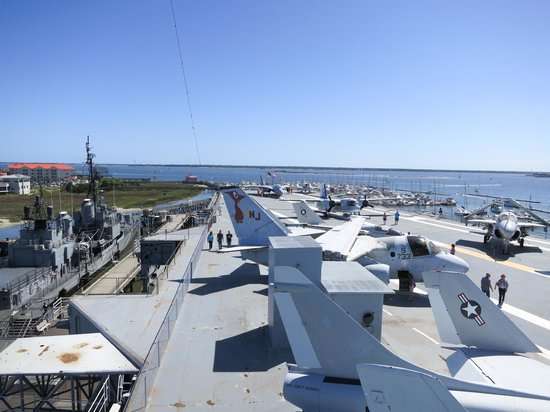 Patriots Point Naval & Maritime Museum: View looking from the tower across the flight deck