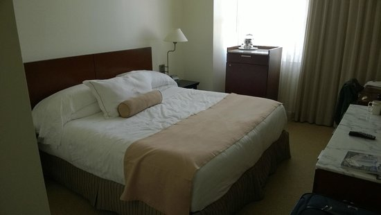 Sonesta Coconut Grove Miami : Decoration and bed