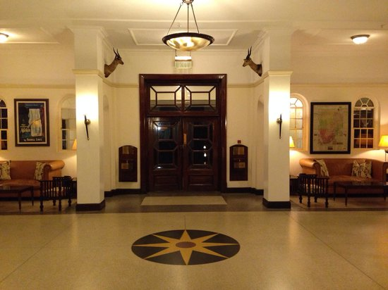 Livingstone Room at Victoria Falls Hotel: Entrance hall