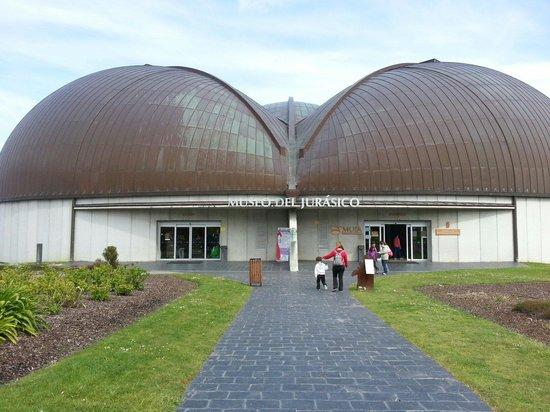 Museo Jurásico de Asturias MUJA: Entrada al museo.