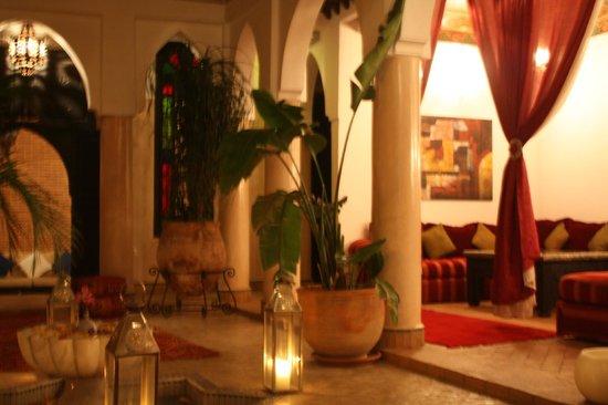 Riad Basim: Innenhof