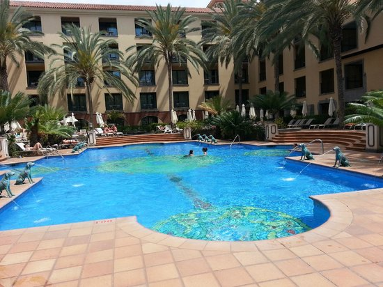 Lopesan Costa Meloneras Resort, Spa & Casino: Quiet Pool (With kids in it)