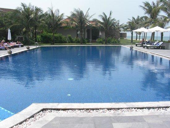 Ana Mandara Hue Beach Resort: Main pool was fine but some broken tiles
