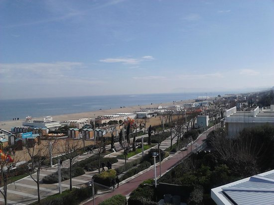 Atlantic Hotel Riccione : veduta laterale