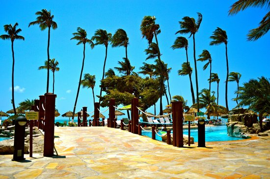 Holiday Inn Resort Aruba - Beach Resort & Casino: The pool at the hotel
