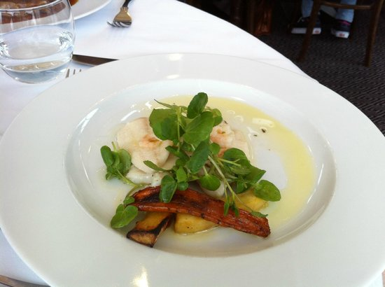 Rastella Restaurant: Under the greenery is a small portion of plaice.