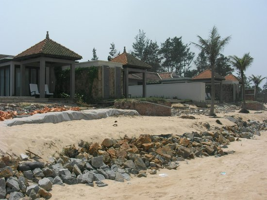 Ana Mandara Hue Beach Resort: All Pool Villas have damage