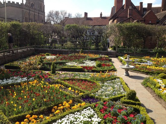 Shakespeare's New Place: Walled garden