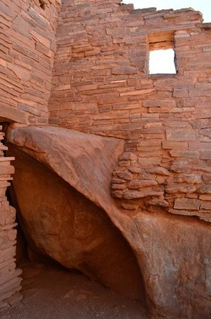 Wupatki National Monument: Pueblo built around natural rock formations