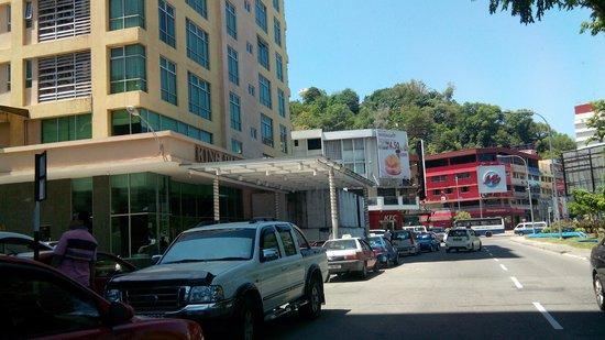 King Park Hotel Kota Kinabalu: in front
