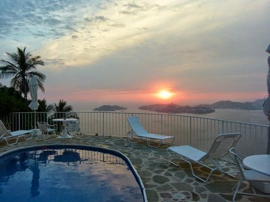 Las Brisas Acapulco: Sunset on the terrace