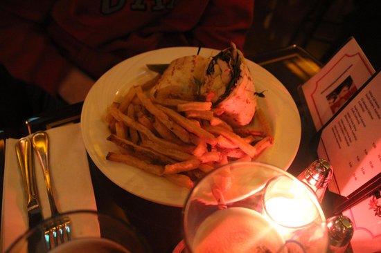 O'Donoghue's Pub and Restaurant: Yummy chicken wrap