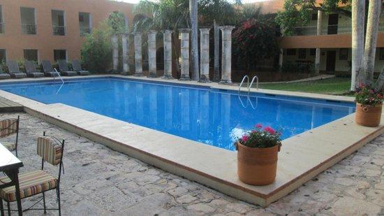 Hotel Hacienda Uxmal Plantation & Museum: Elegant pool