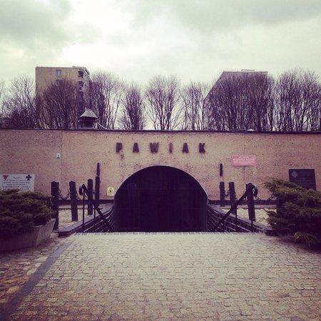 Pawiak Prison Museum: Entrance to Pawiak