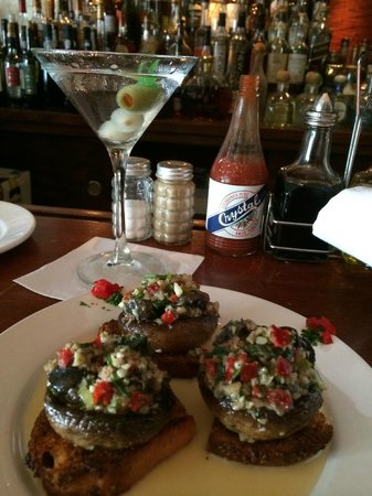Tommy's Cuisine: Escargot with Champinons - and a Martini of course!