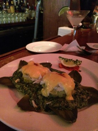 Tommy's Cuisine: Crab over Artichoke with Hollendaise