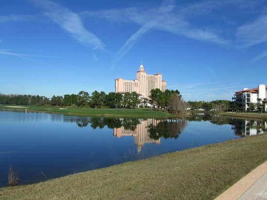 JW Marriott Orlando, Grande Lakes: Hotel from the golf course