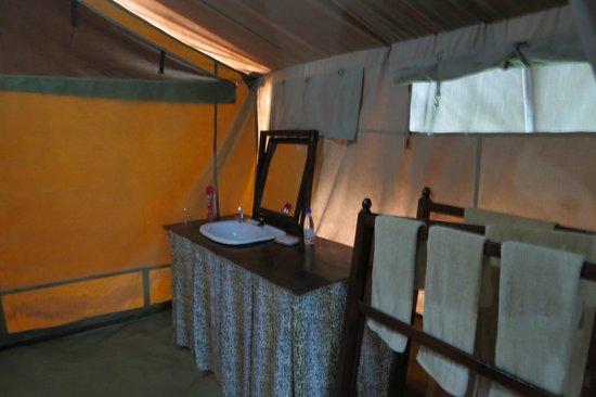 Serengeti Savannah Camps : Wash area