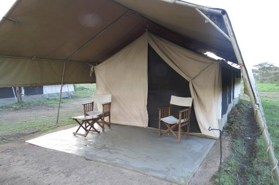 Serengeti Savannah Camps : Outside the tent