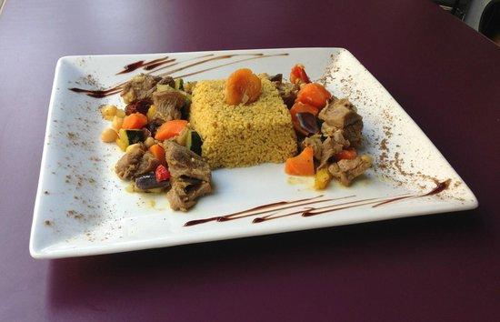 Café Gecko : Sauté d'agneau aux abricots et semoule parfumée aux épices