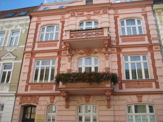 Aphrodite: фасад отеля Antonie Hotel ***