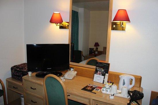 Ibis London Earls Court: Tv de la habitación