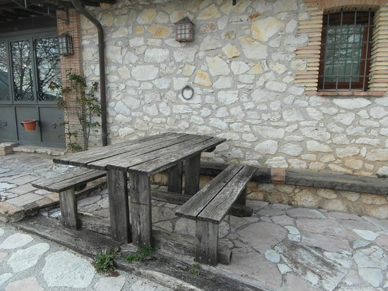 Casale Tancia: Outdoor seating