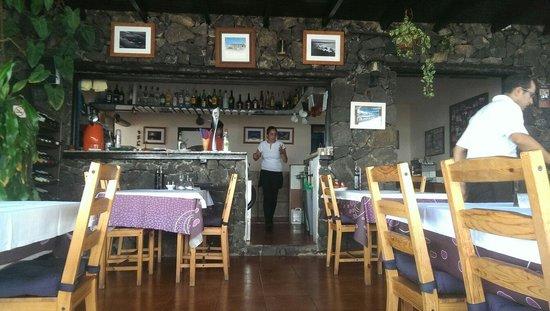 Casa Rafa Restaurante de Mar: Inside the restaurant