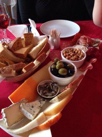 The Bowl Full Tapas Bar: Starter platter