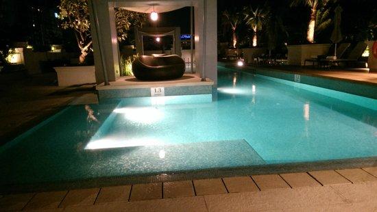 Raffles Makati: pool