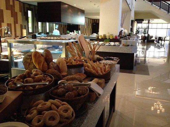 Anantara The Palm Dubai Resort: Buffet