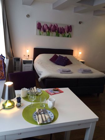 B&B Quartier Neuf: Double room at level 2, overlooking the street