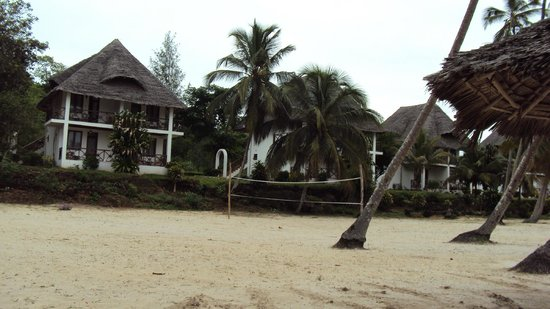 Chwaka Bay Resort : View to rooms from the beach