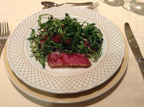 Dom Pedro Lisboa : Tuna Steak with Rocket Salad