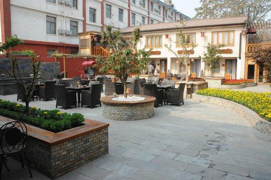 Red Wall Garden Hotel: Cour intérieure