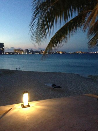 Club Med Cancun Yucatan : Beach at night