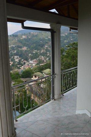 Kandyan Crown Hotel: View Fom Room No 9