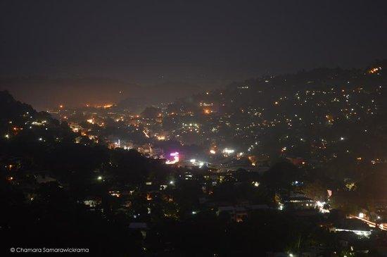 Kandyan Crown Hotel: Amazing Nigte View