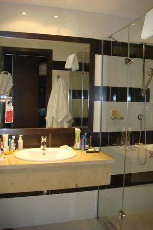 Aquaworld Resort Budapest: Ванная комната
