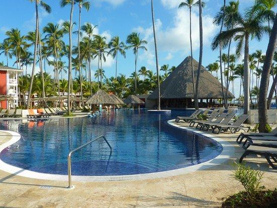 Barcelo Bavaro Beach - Adults Only: La piscine est grande et très propre
