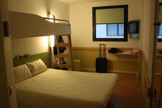 Ibis Girona Costa Brava: Habitación
