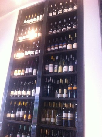 Hotel Suisse Restaurant : Wine rack