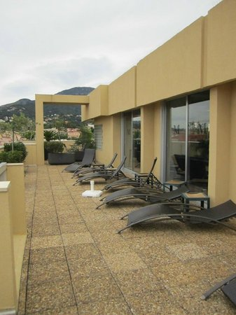 Quality Hotel Mediterranée : terrazza/solarium