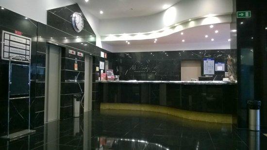 Hotel Olissippo Marques de Sa: Lobby of hotel.