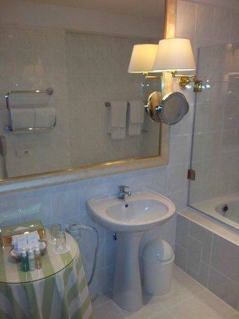 Narutis Hotel: bathroom 531