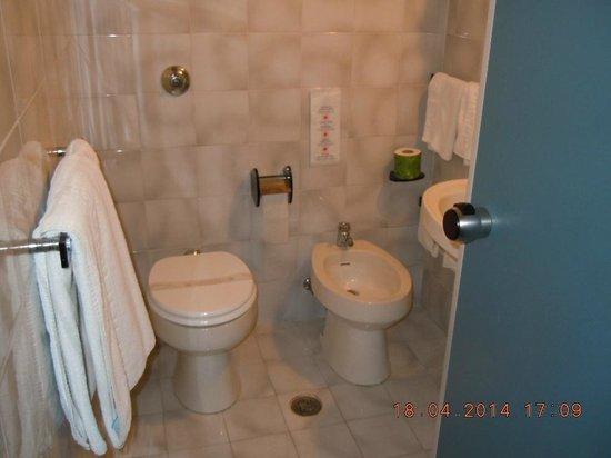 Garden Hotel: bagni molto puliti