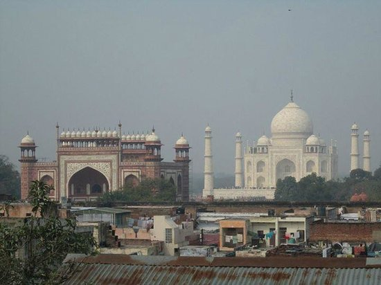 Shanti Lodge: View of Taj from Rooftop