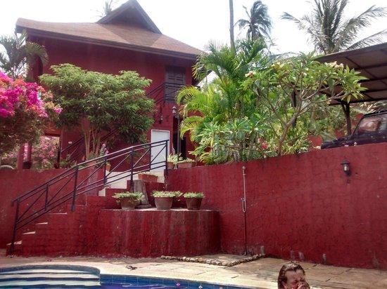 Wazzah Resort: vue de la piscine sur notre bungalow